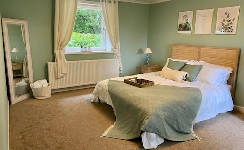 2 bedroom cottage with lovely surroundings