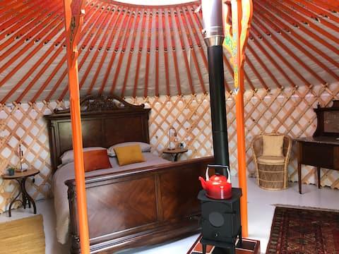 Luxury yurt & hot tub in beautiful natural setting