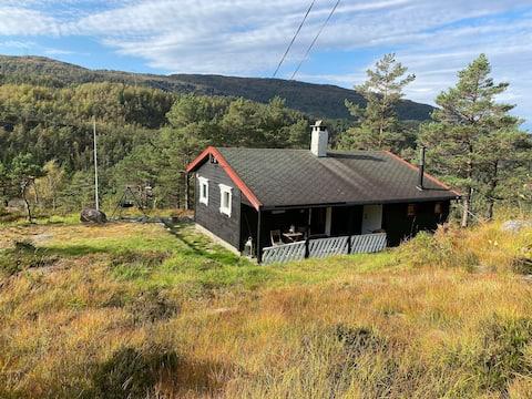 Koselig hytte med flott beliggenhet på Bruvik