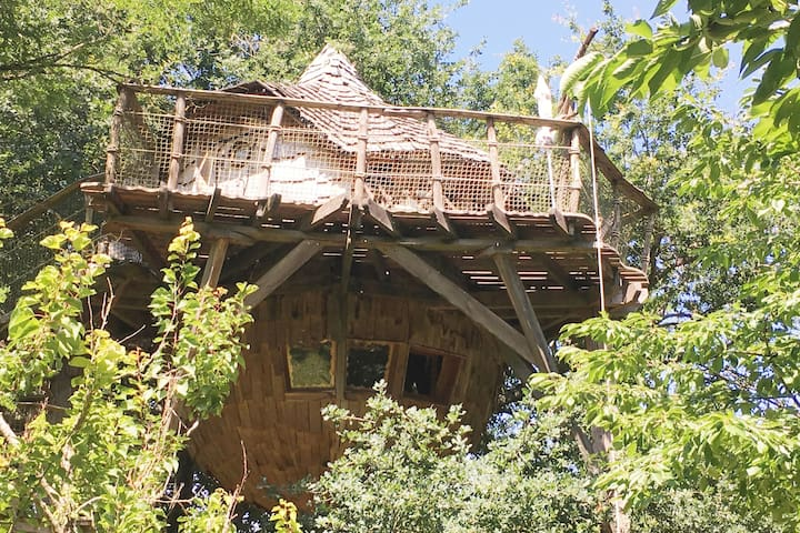 The Orchard Treehouse, Charm & Spa