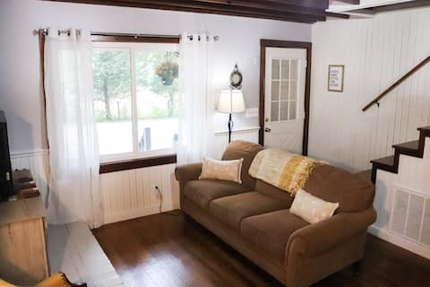 """""""Off the grid"""" 3 bedroom cottage in Bowling Green"""