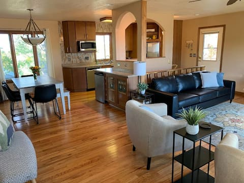Newly furnished home in quiet neighborhood