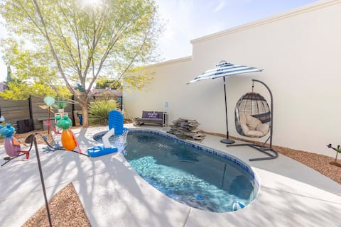 Year Round Heated Pool, 10+ Guests, Pet Friendly