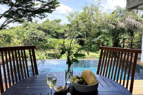Lyxig lägenhet med pool i trädgårdsvilla, strand 2 min
