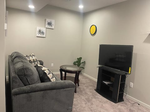 NEW 1-BED SUITE WITH WIFI, NETFLIX, SMART LOCK
