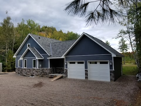 Brand New 5 Bedroom Home on Lake Mins to Down Town