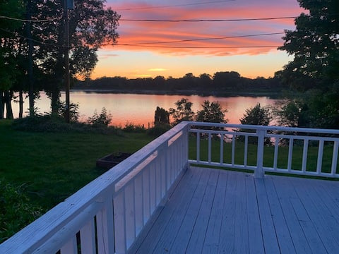 Cozy 4 bedroom home on The Fox River