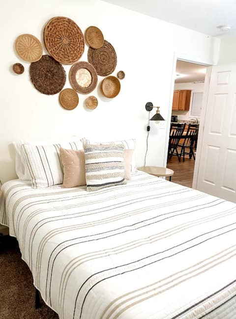 ♥Entire Home+Sleeps 6+Full Kitchen & Laundry+Wifi♥
