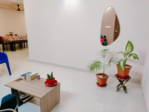 3 BHK flat... 2 private rooms available for women