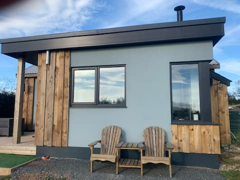 New! Lodge with hot tub, wood burner and fab views
