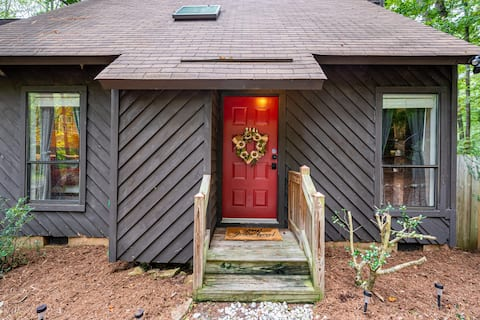 Cozy Private Duplex Tucked Away- 15 Min from UNC
