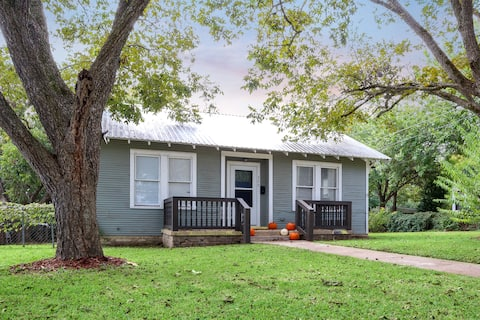 *New* Our Little Ranch Haus. Sleeps 6