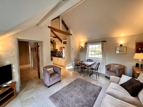 Cosy 2 Bedroom Cottage with Log Burner and Garden