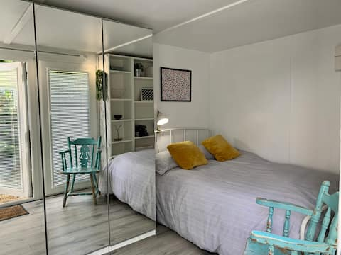 Self contained Tiny House with private entrance