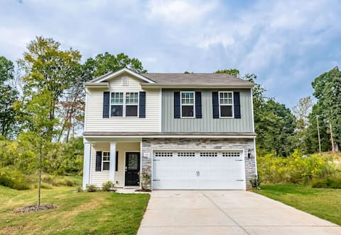 New Large House Great Location near UNC-C TopGolf