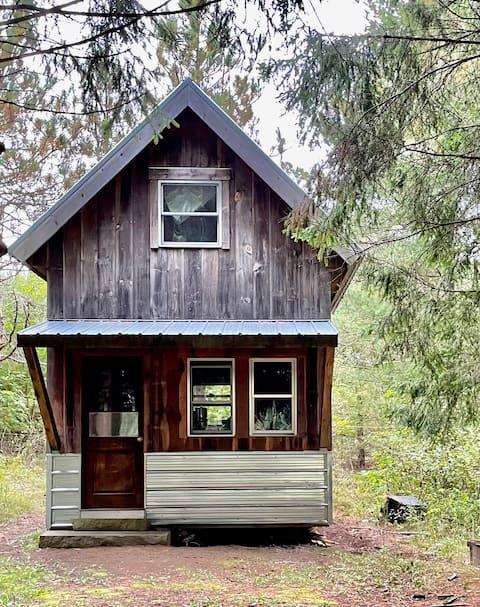 Cozy, Rustic Cabin on a Small Organic Farm