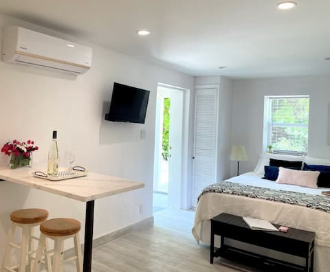 The Tree House By Grace Beach-queen for 2,AC,Pool