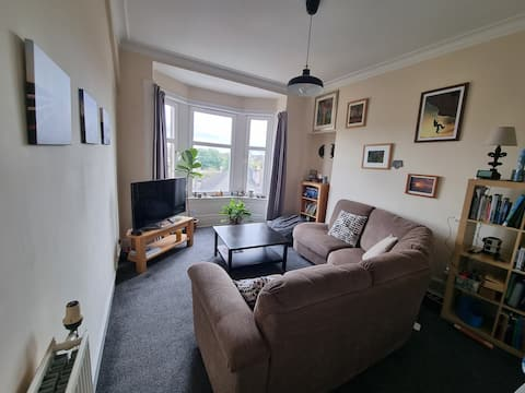 1 Bedroom Flat, plenty of parking/Train/Bus access