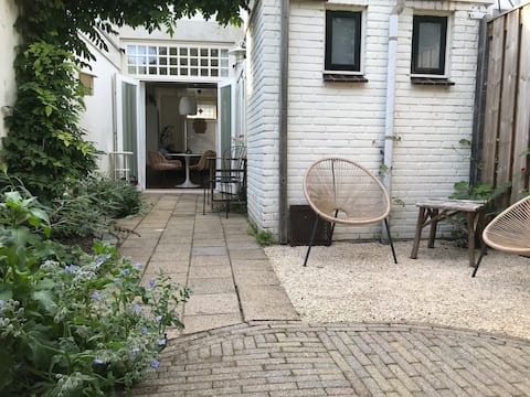 Charming townhouse with patio near downtown and CS