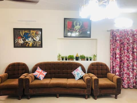 Cheerful 2 Bedroom Villa With Free Parking & Wifi