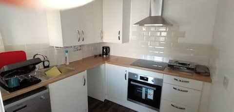 Spacious 3-bed townhouse with free parking