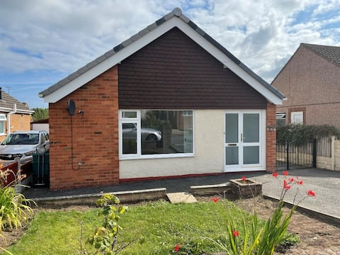 Modern and cosy, walking distance to Castle & Town