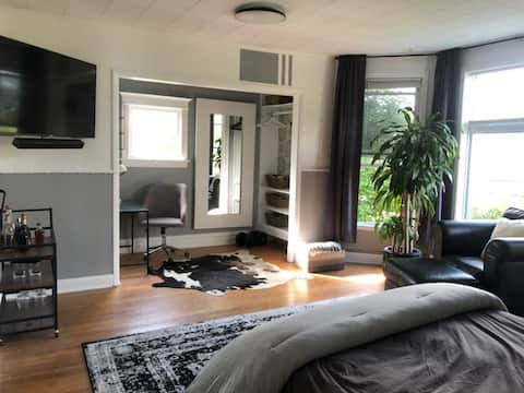 Entire Apartment in the Heart of Highwood!