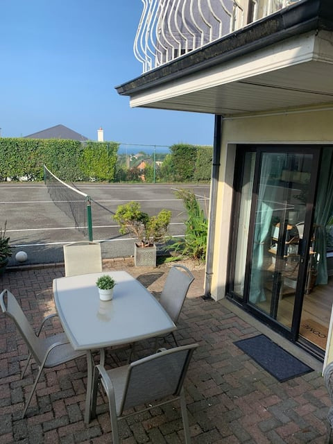 1 bed suite in bungalow private access & parking