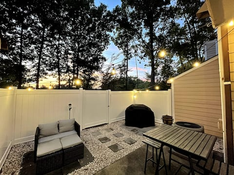 Modern 2-bedroom Townhome with Private Patio.