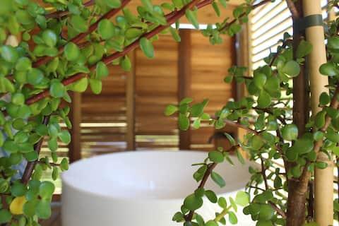 Romantisch huisje, openluchtbad met idyllisch uitzicht