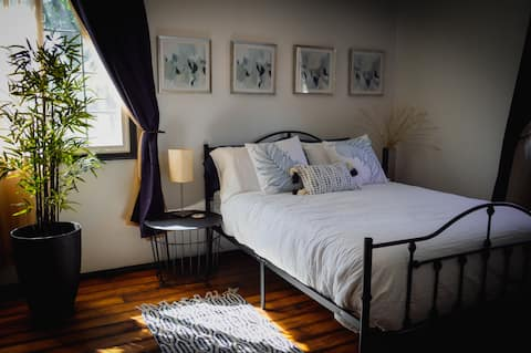 Cozy 1 BR guesthouse close to DT Glendale/Westgate