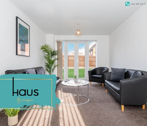 Modern 3 Bed House with Garden Parking & Fast WiFi