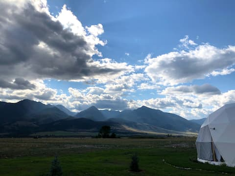 2 Dome Home Amazing Views! Glamping at its finest!