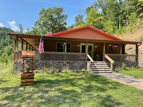 Spacious 3 bedroom cabin with hot tub
