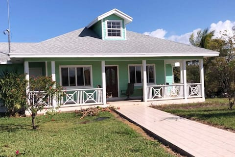 **NEW LISTING** Cozy 2 bed/2 bath cottage