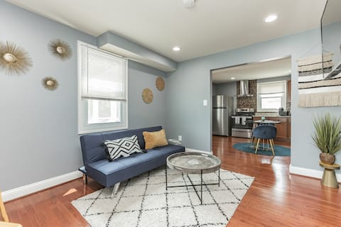 NEWLY LISTED Luxury Apartment Close To Downtown DC