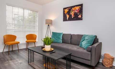 Charming Apartment Steps Away from Downtown