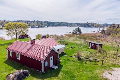 Cottage with sea view in Esköränningen