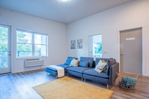 Enjoy King Bed Loft in the Center of Vancouver