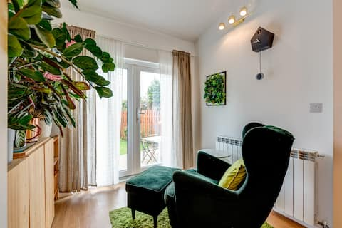 Cheerful modern private room close to city centre
