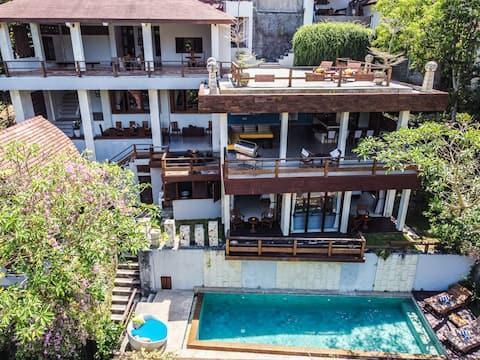 *OPENING PROMO* 5-level Riverside 15pax Mansion!