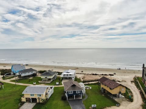 Beachfront Home W/Direct Access+Nice Outdoor Space