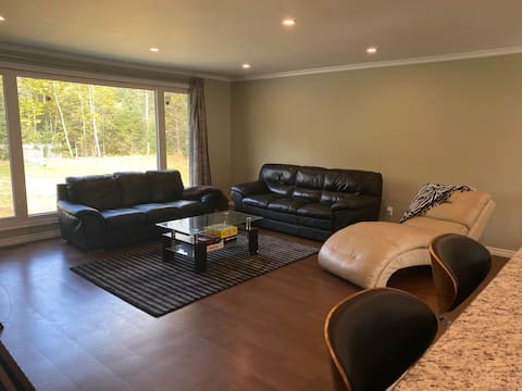 Spacious & Private 2-Bedroom Cottage in the Woods