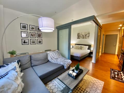 ❤️️ Lovely 1-br Waterfront Flat in Downtown Seattle