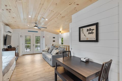 Gorgeous Lakefront Carriage House