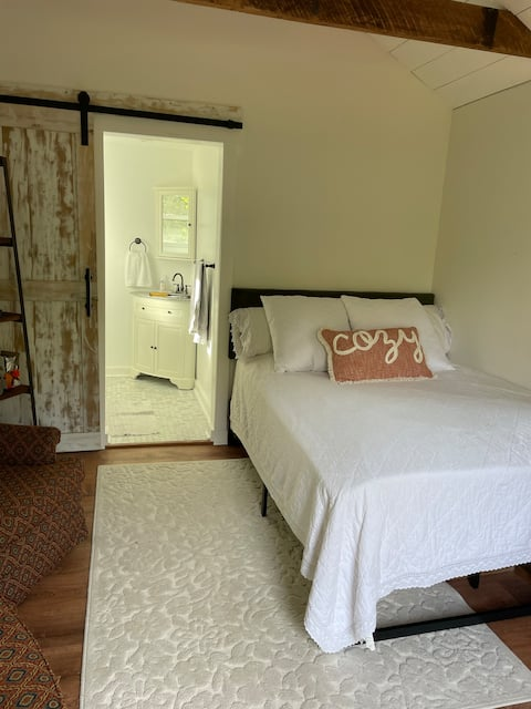 Adorable-1 Bedroom Guesthouse