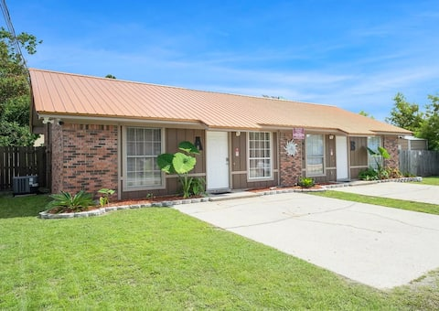2 bedroom duplex less than 1 mile from the beach!