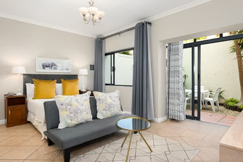 Sea Point Studio With Private Courtyard