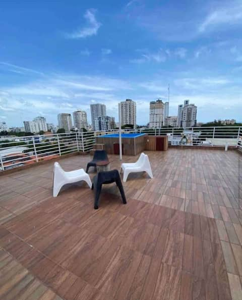 PRIVATE ROOF TOP JACUZZI 360 VIEWS PENT HOUSE WiFi