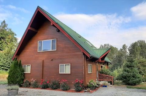 Lovely Cedargrove Cabin along the Skagit River